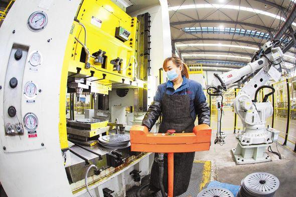 3月4日, 湖北三环离合器有限公司一派繁忙,员工正在赶订单
