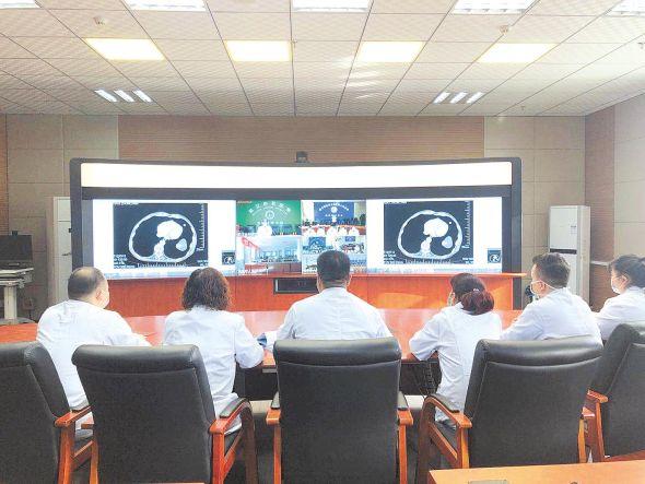 博州人民医院远程会诊。